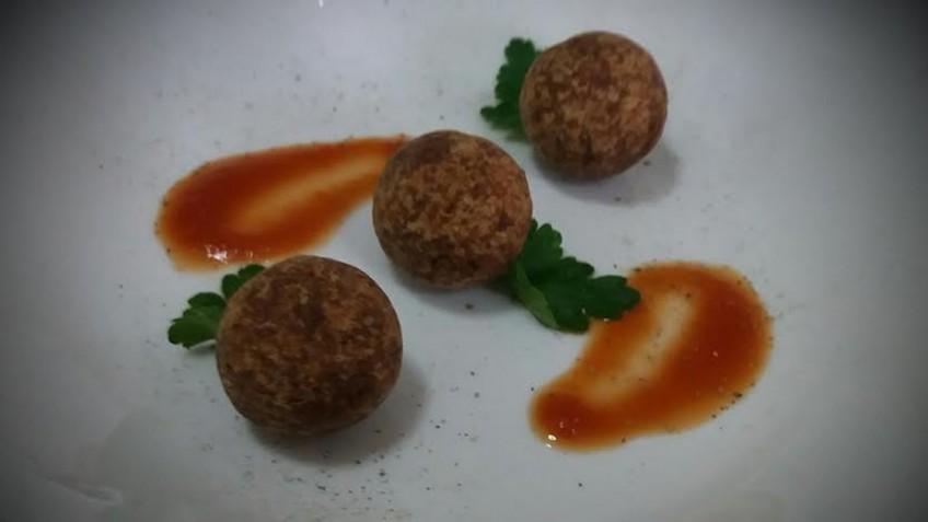 keftedakia_me_saltsa_ntomatas_enosi_gastronomias_ellados