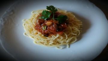 makaronia_me_kokkinh_saltsa_kai_psita_laxanika_enosi_gastronomias_ellados