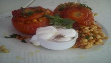 ntomates_gemistes_me_kouskous_kai_laxanika_enosi_gastronomias_ellados
