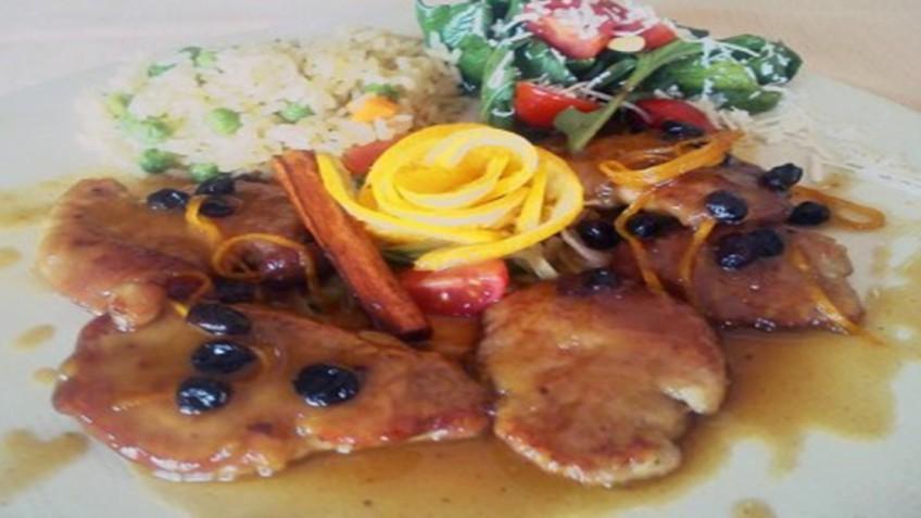 filetakia_xoirina_me_saltsa_mayris_mpiras_enosi_gastronomias_ellados