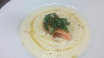 veloute_koynoypidioy_me_kapnisto_solomo_enosi_gastronomias_ellados