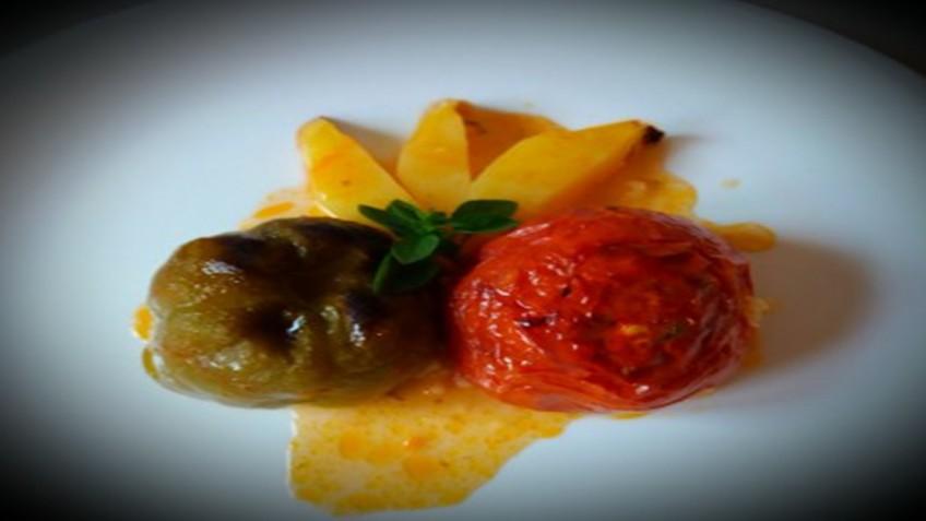 gemista_me_rizi_kai_myrodika_enosi_gastronomias_ellados