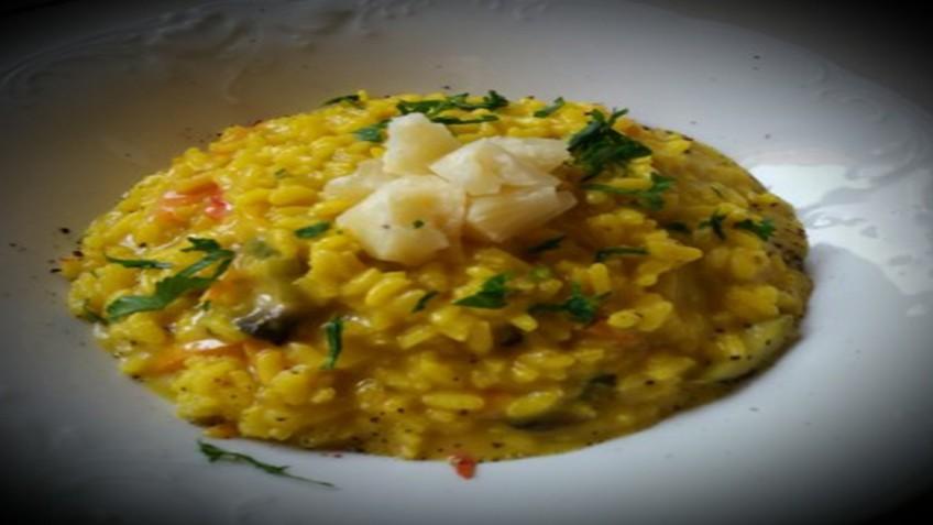 rizoto_laxanikon_me_kroko_kozanis_enosi_gastronomias_ellados